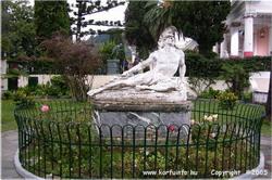 """A híres """"Haldokló Achilleus"""" szobor"""